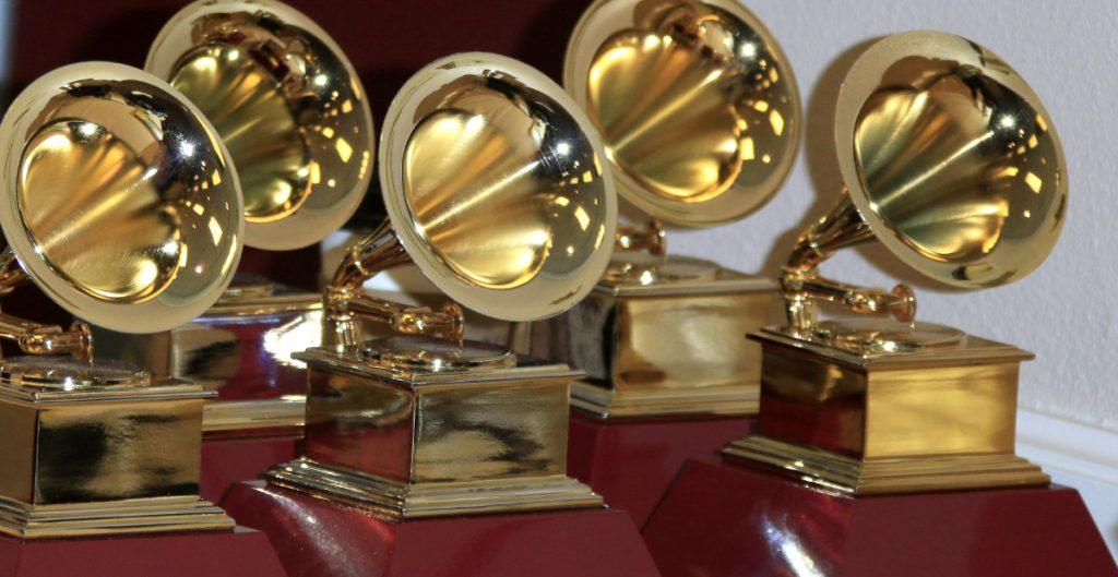 El Covid-19 afecta a los Grammy; la premiación se aplaza hasta marzo