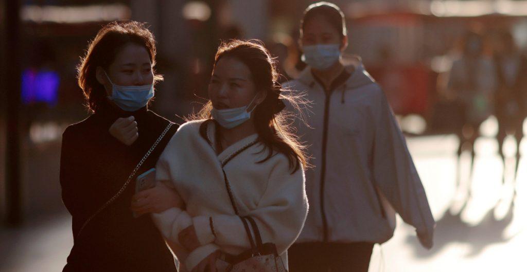 Pacientes curados de Covid-19 en Wuhan tuvieron síntomas después