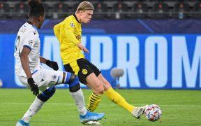 Erling Haaland anotó dos goles en el triunfo del Borussia Dortmund ante Brujas.
