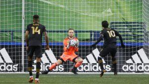 Carlos Vela falló este penalti que le cuesta la eliminación al LAFC.