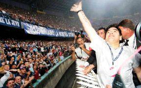 Nápoles siempre adoró a Maradona, y ahora el estadio San Paolo llevará su nombre.