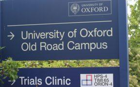 Universidad de Oxford aclara dudas sobre errores en los ensayos de la vacuna contra Covid