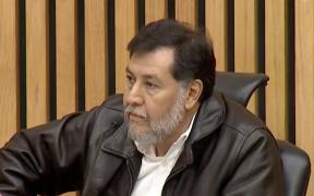 """""""No puedo hablar amordazado"""": Fernández Noroña se niega a usar cubrebocas en el INE y lo dejan solo"""