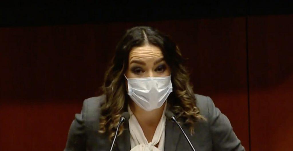 """Senadora pide que el desabasto de medicinas """"mate a más gente del poder"""""""
