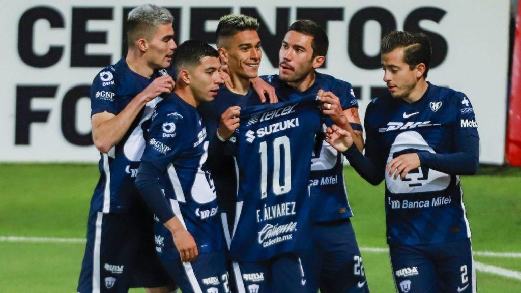 Favio Álvarez festeja el golazo con el que Pumas venció al Pachuca. Foto: Mexsport.