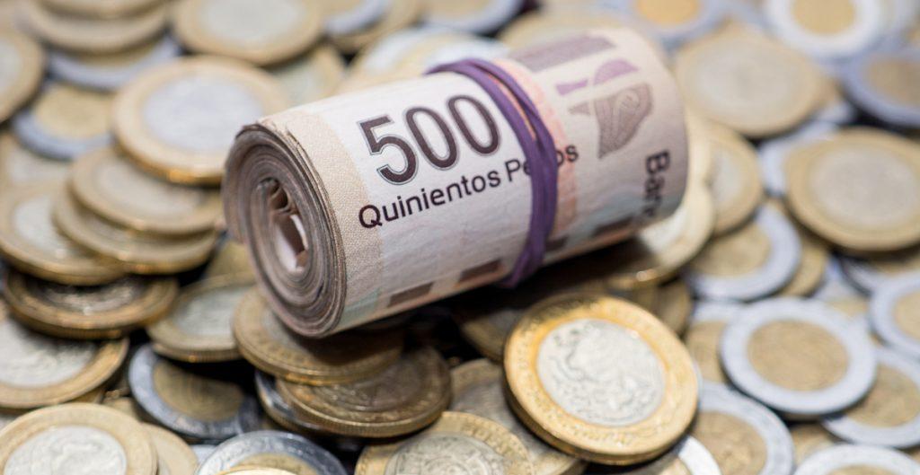 Peso mexicano opera plano, perfila cuarta alza semanal