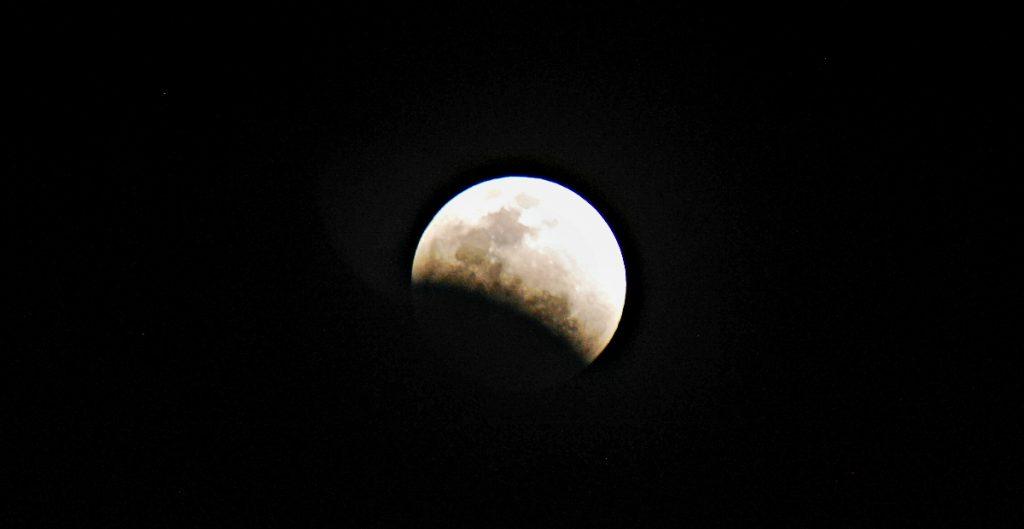 ¿Cómo ver el eclipse lunar del próximo lunes en México?