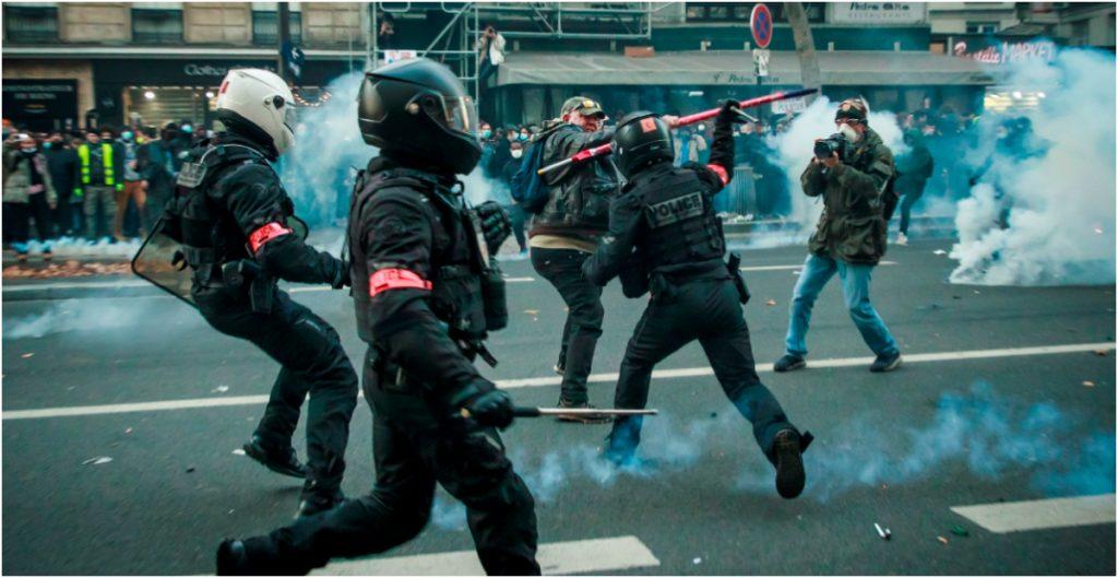 Reportan 46 detenidos y 23 policías heridos tras la protesta en París contra la ley de seguridad