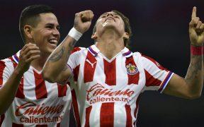 'Chicote' Calderón logró dos golazos para eliminar al América y meter a Chivas a semifinales. Foto: Mexsport.