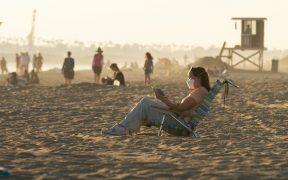 Dos regiones de California restringirán movilidad para evitar aumento de Covid
