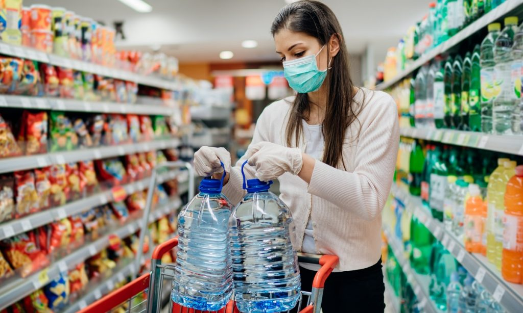 ¿Se deben limpiar los envases de comida durante la pandemia de Covid-19?