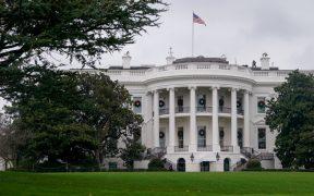 Departamento de Estado recibe a 200 invitados en la Casa Blanca pese a aumento de contagios