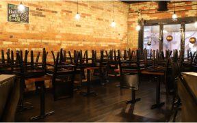 Restaurantes de NYC dejarán de dar servicio en interiores: Cuomo