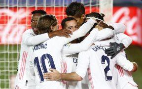 Los jugadores del Real Madrid celebran el segundo gol en el derbi ante el Atlético. Foto: Reuters