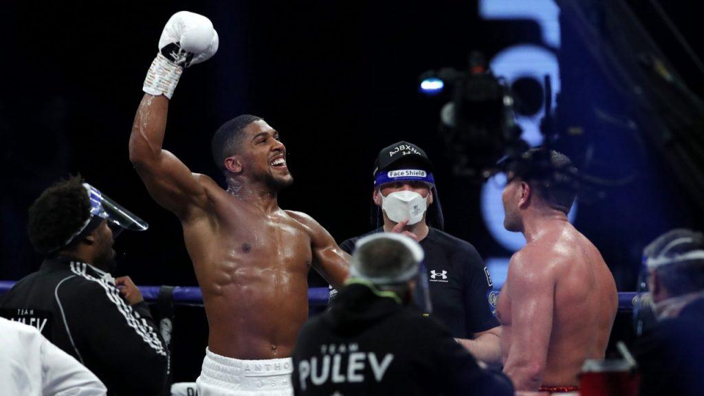 Joshua celebra su triunfo por nocaut ante Pulev, tras nueve asaltos en Wembley. Foto: Reuters