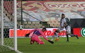 Lillini defendió y justificó la alineación de Talavera en la Final ante León. Aqui recibe el 1-0. Foto: EFE