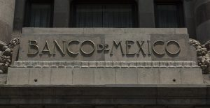 """""""Si Banco de México dice que vamos a crecer al 7%, hay que respetar la proyección"""", celebra AMLO"""