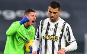 El portero Pierluigi Gollini celebra tras atajar el penalti a Cristiano Ronaldo. Foto: Reuters