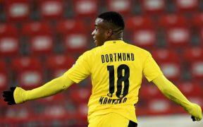 Youssoufa Moukoko celebra su primer gol con el Borussia Dortmund en la Bundesliga. Foto: EFE