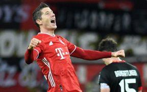 Lewandowski celebra su doblete frente al Leverkusen. Foto: Reuters