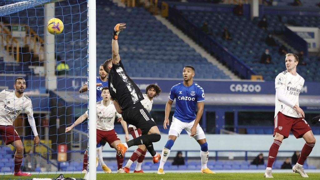 Con este gol de Yerry Mina, el Everton venció al Arsenal. Foto: EFE