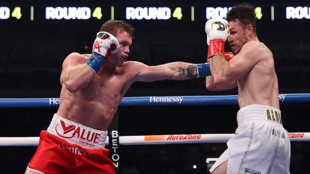 La constante de la pelea fue Canelo atacando a Smith. Foto: Reuters