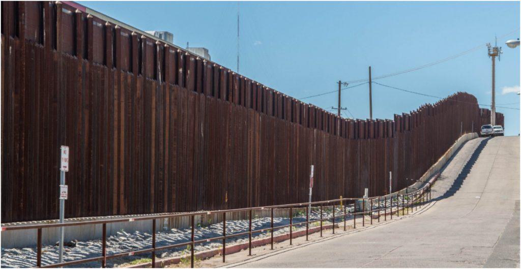 Activistas critican que el Congreso de EU apruebe fondos para el muro fronterizo