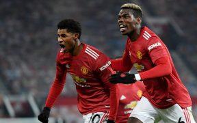 Rashford y Pogba celebran el gol del triunfo sobre el Wolverhampton. Foto: Reuters