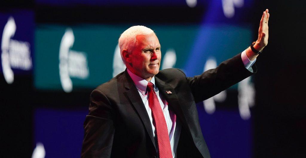 Juez de Texas desestima demanda contra Pence que buscaba revocar victoria de Biden