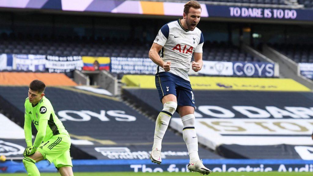 Harry Kane celebra su gol frente al Leeds United. Foto: Reuters