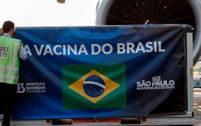 Brasil autoriza importar dos millones de dosis de vacuna AstraZeneca