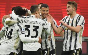 Los jugadores de Juventus celebran un gol frente al Milan. Foto: Reuters