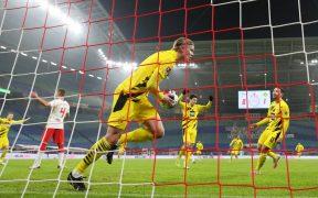 Erling Haaland celebra uno de sus dos goles frente al Leipzig. Foto: Reuters