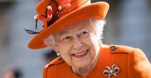 La reina Isabel II pasó la noche en el hospital, pero se encuentra bien: Palacio de Buckingham