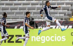 Rogelio Funes Mori celebra su doblete frente al Atlas. Foto: Mexsport