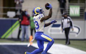 Cam Akers anotó en la primera mitad, para una ventaja que los Rams no perderían. Foto: AP