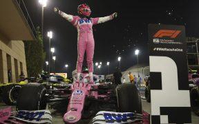 Checo Pérez debutará con Red Bull en Baréin, donde ganó el año pasado su primera carrera de F1. Foto: EFE