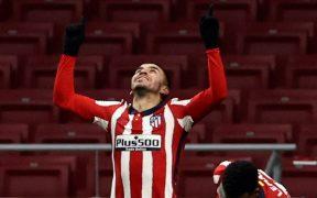 El Atlético de Madrid tiene una ventaja que parece inalcanzable tras su triunfo sobre Sevilla. Foto: EFE
