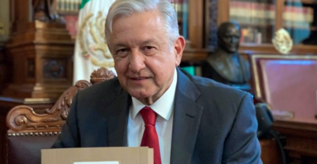 Pese a declaraciones de AMLO, su gobierno busca servicio de limpieza para Palacio Nacional por outsourcing