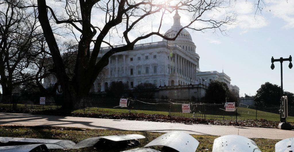 Airbnb cancela reservaciones en Washington por investidura de Biden