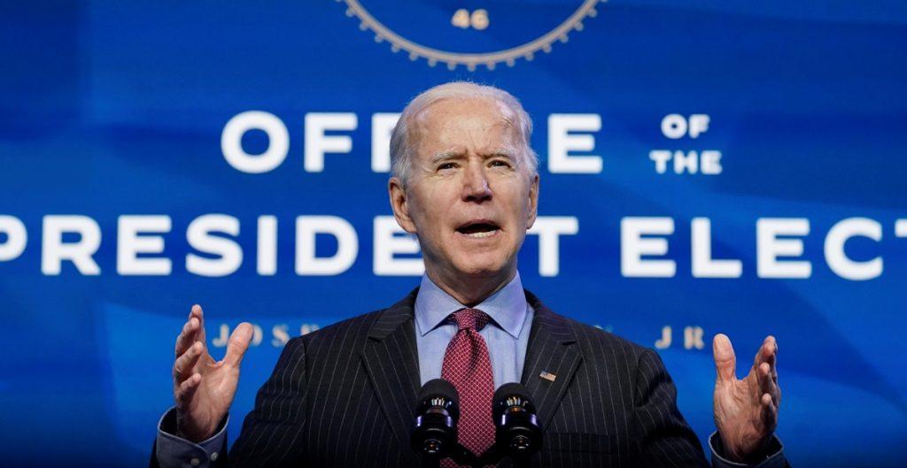 """Biden espera que Senado pueda lidiar con juicio político y otros """"asuntos urgentes"""""""
