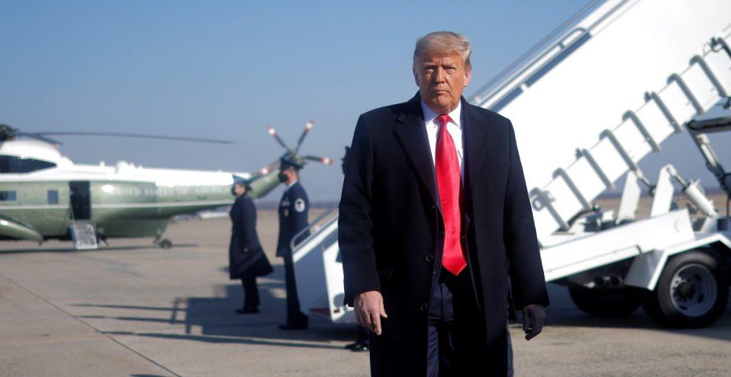 Trump está aislado y enojado por falta de apoyo ante nuevo juicio político