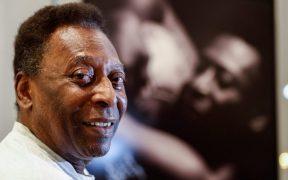 El Rey Pelé se mostró emocionado por la llegada del documental que aborda su carrera. Foto: EFE