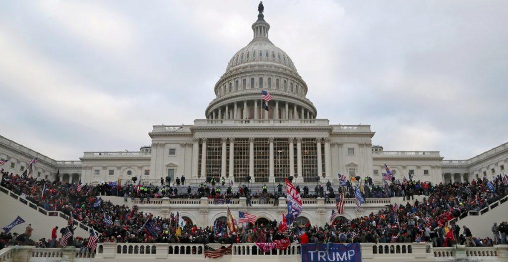 Individuos en lista de vigilancia terrorista del FBI estaban en Washington el día del asalto al Capitolio
