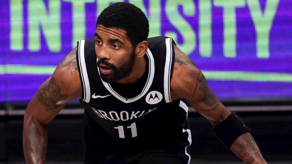 Kyrie Irving recibió una multa por violar los protocolos de salud de la NBA. Foto: EFE