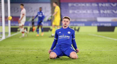 Leicester amenaza la cima de la Premier y pone presión al Manchester United