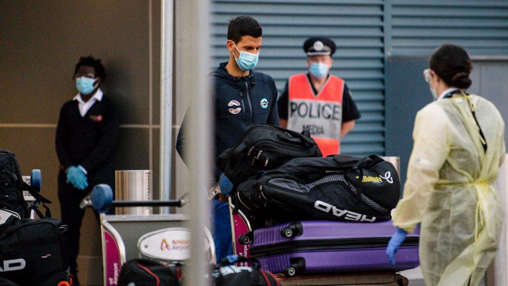 Novak Djokovic llega a Australia para disputar el Abierto bajo estrictas medidas. Foto: EFE