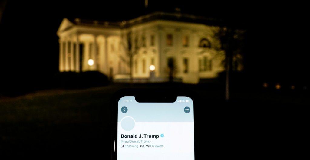 Desinformación en redes cae drásticamente tras bloqueo de Twitter a Trump