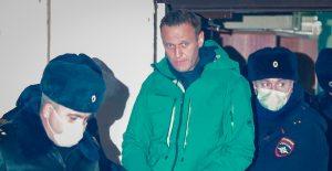 Rusia encarcela a Navalny antes de llevarlo a juicio