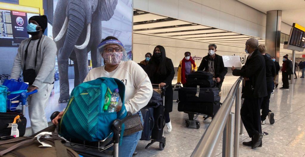Biden revertirá orden de Trump de levantar restricciones de viaje por coronavirus